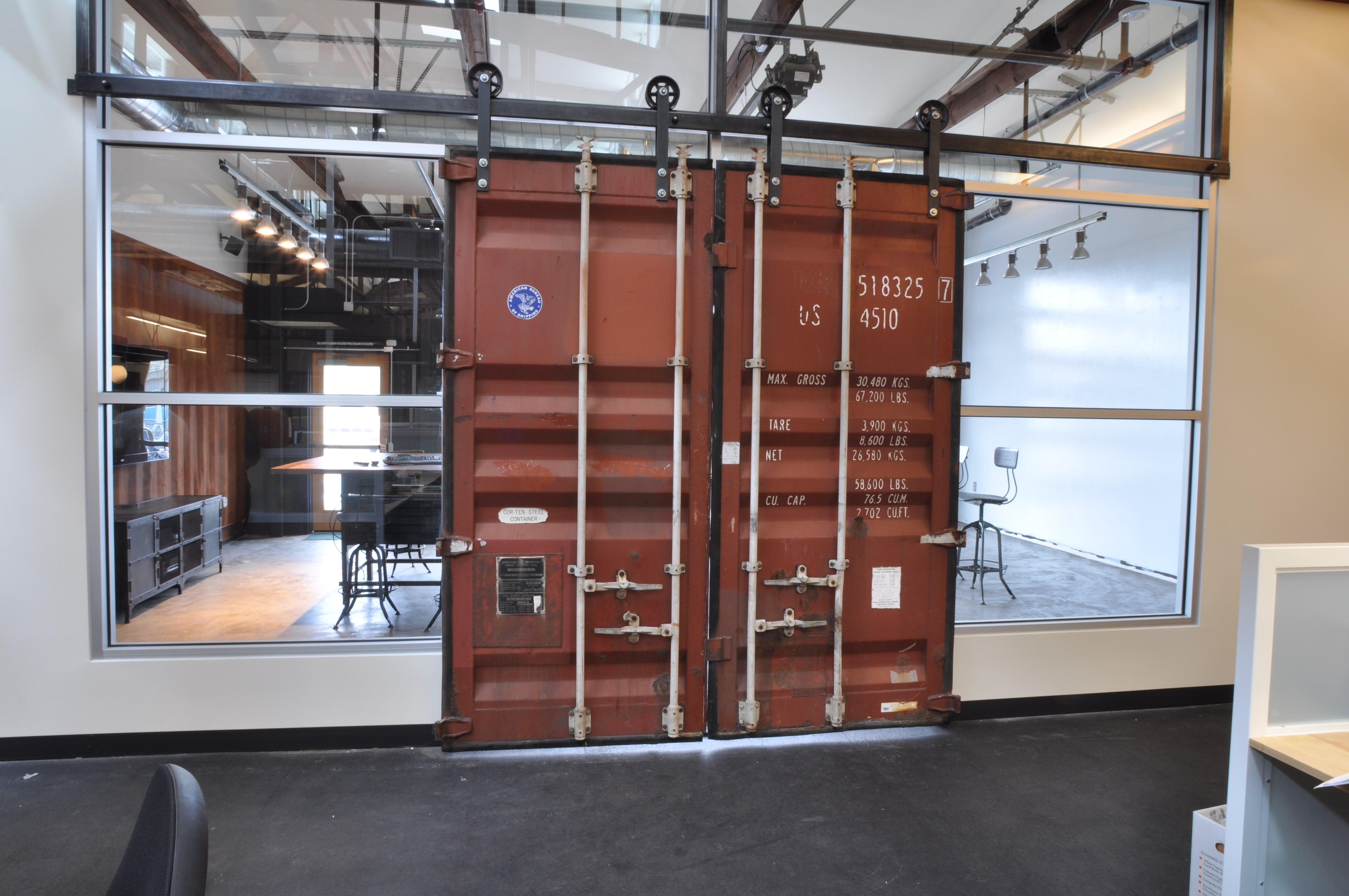 Isite container sliding door