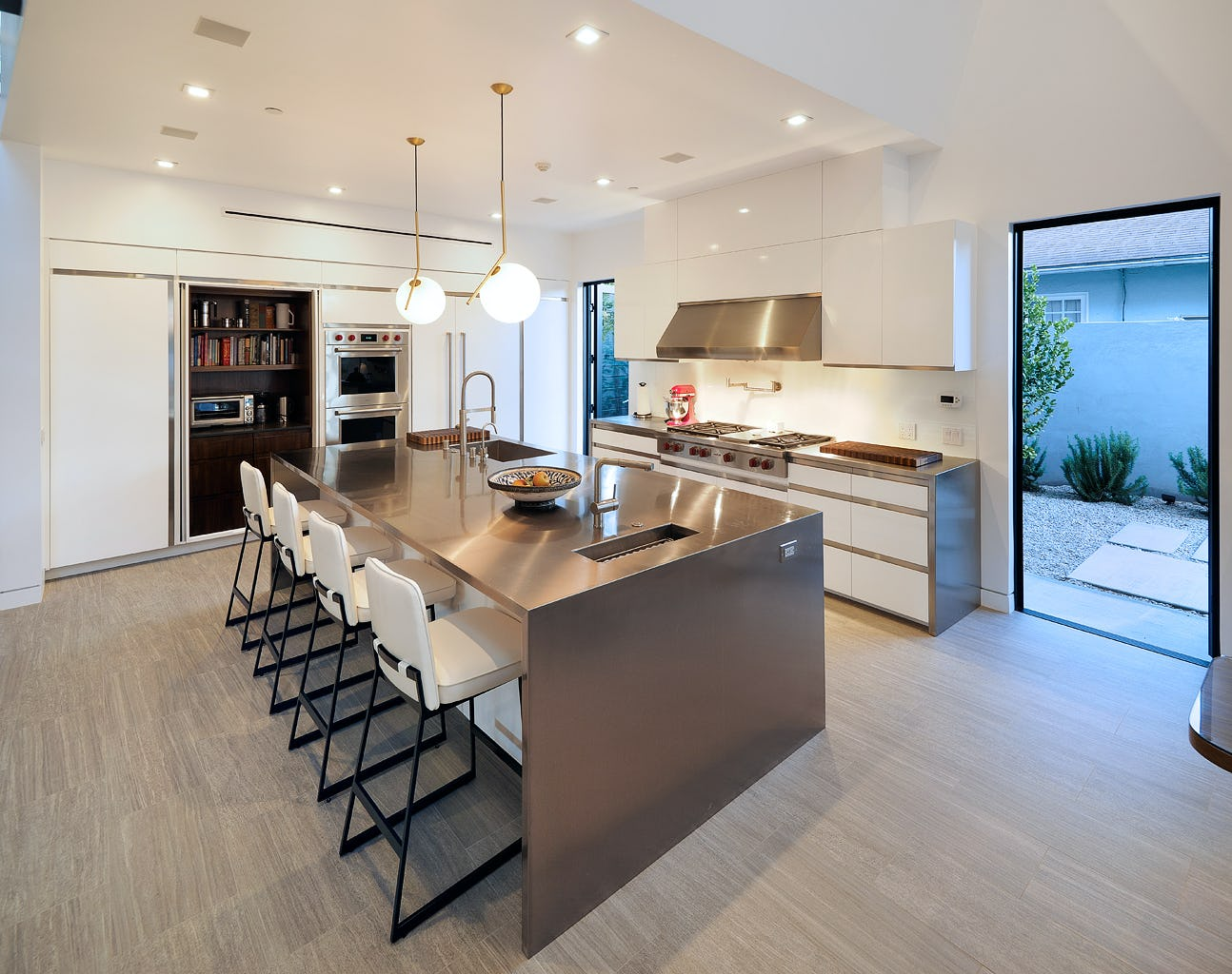 07 kitchen oblique close pm 1024h