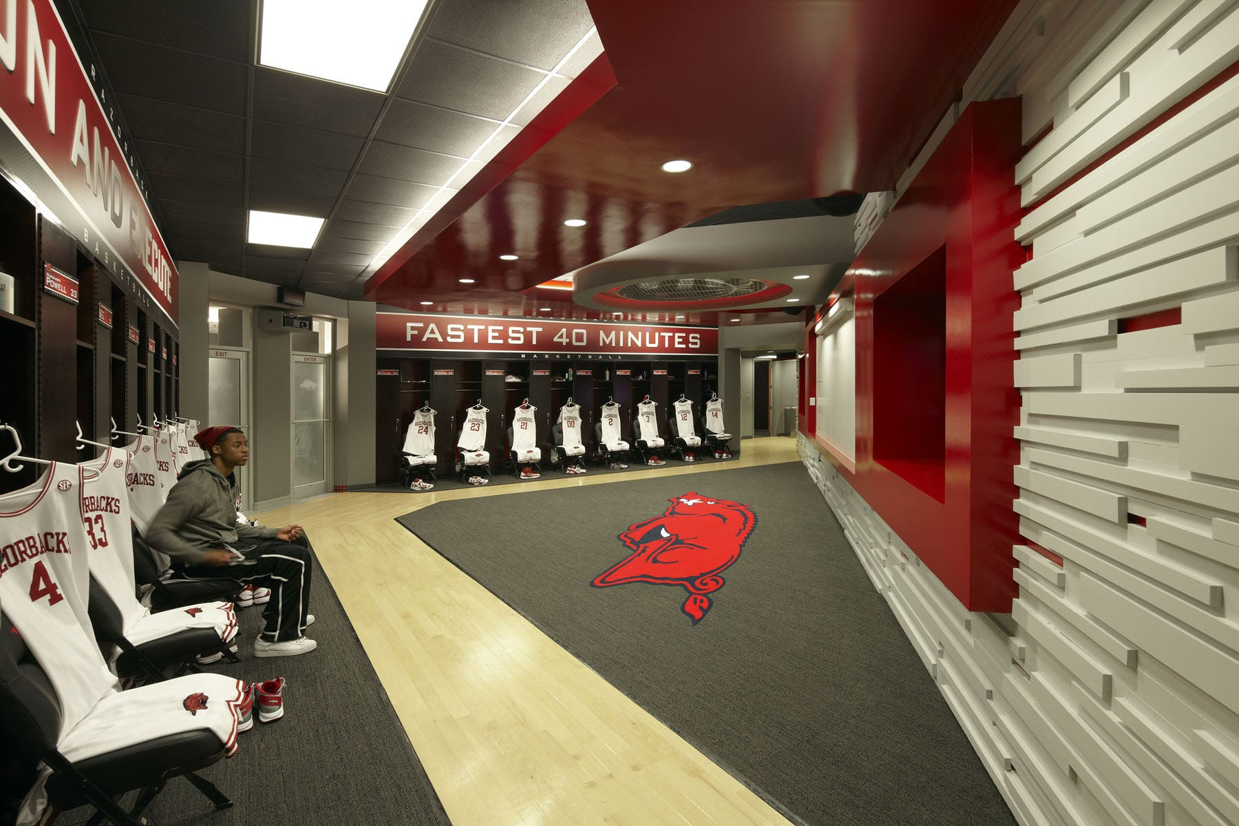Ua mens basketball locker rooms 4
