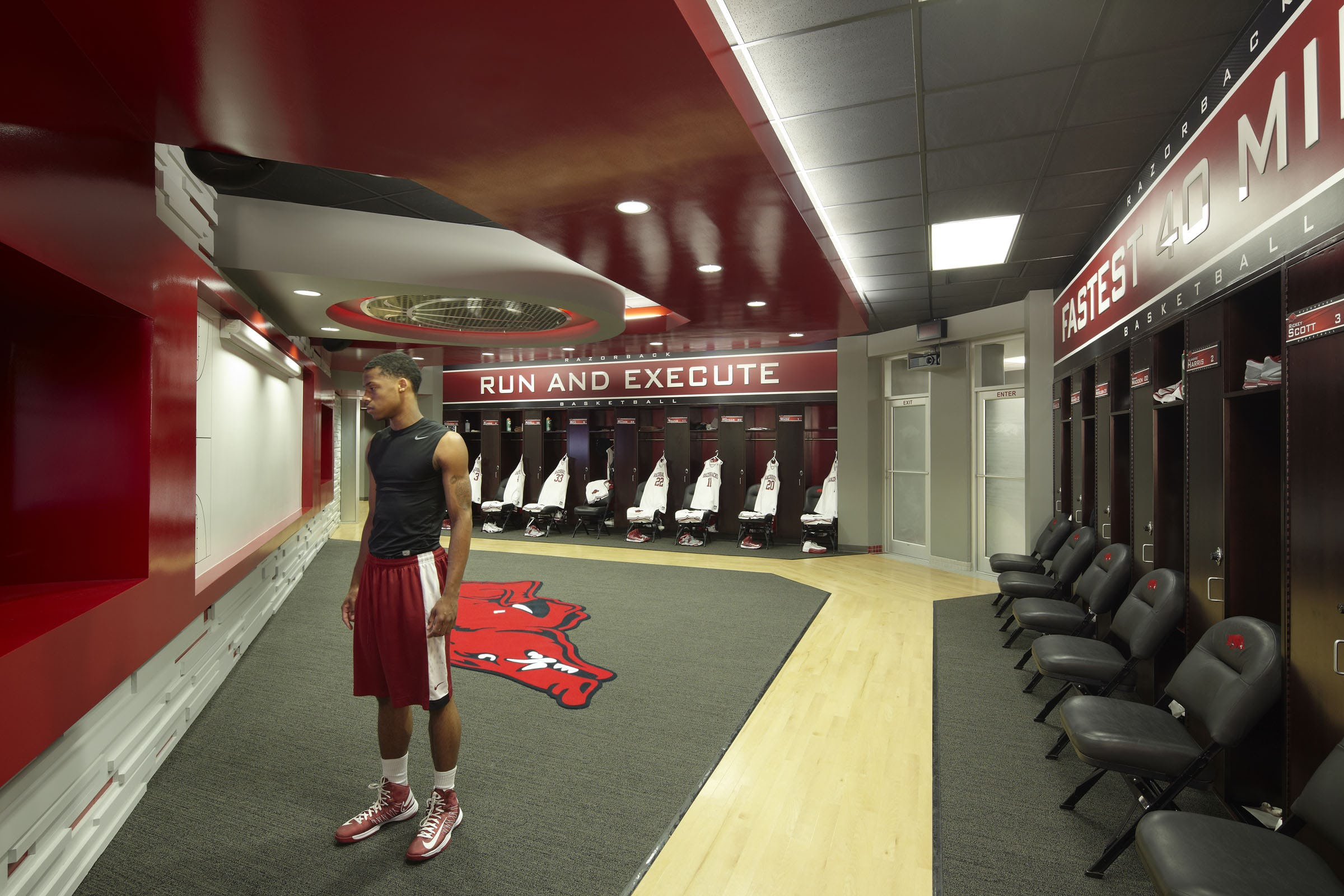 Ua mens basketball locker rooms 2