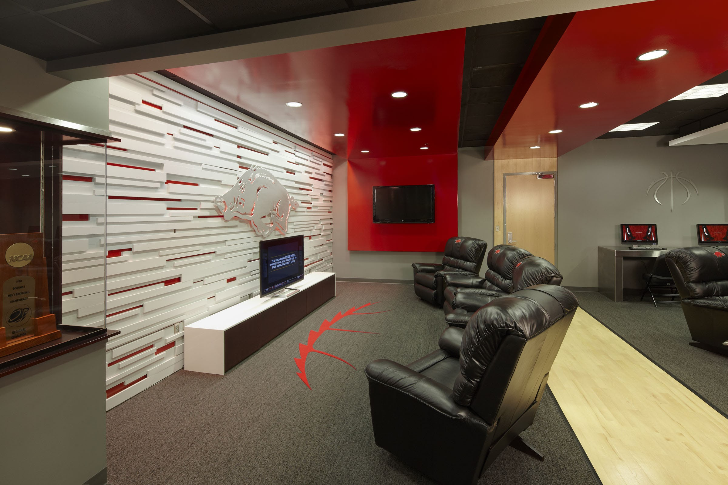 Ua mens basketball locker rooms 5