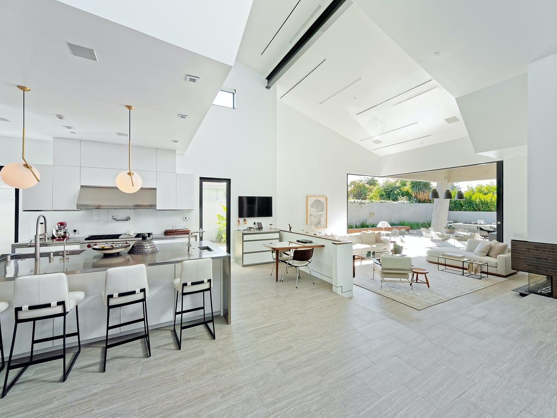 03 living room obl expanse 1024h