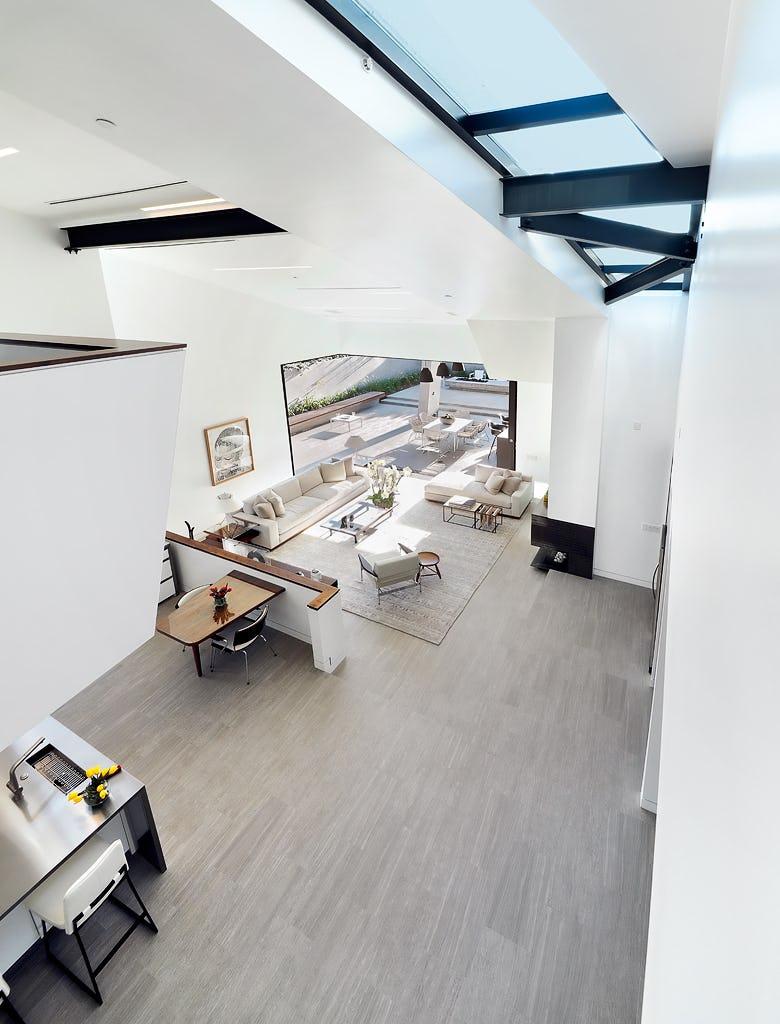 32 lr fr second floor 1024h