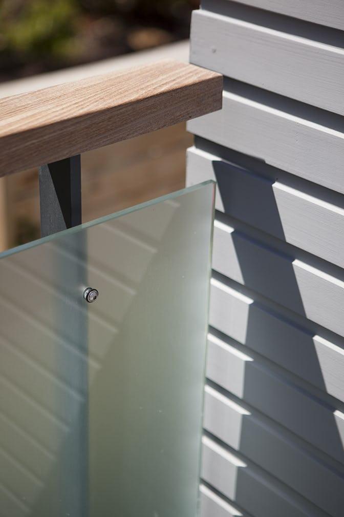 Builtform construction  steelhouse1 2 balcony detail modern glass