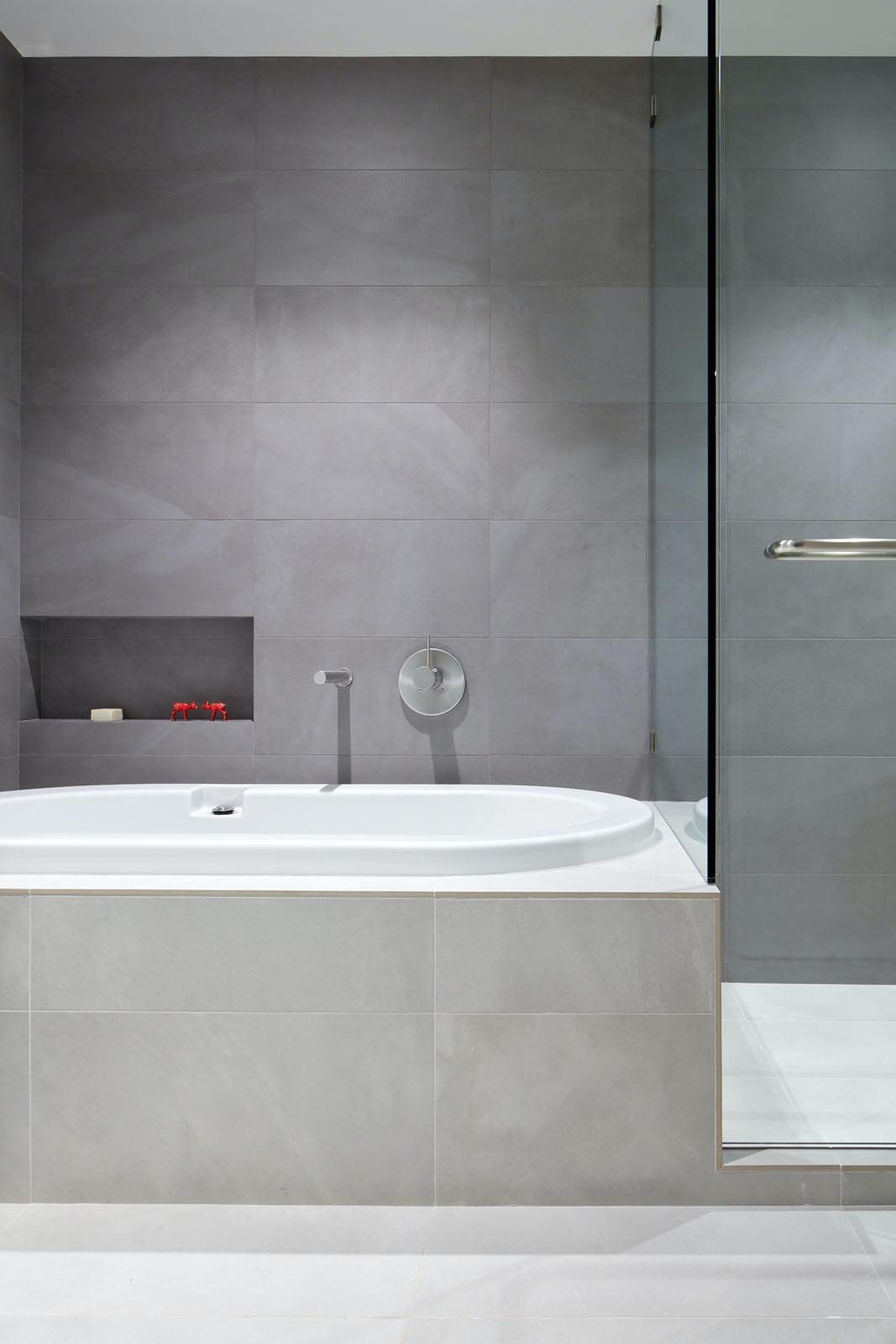 Builtform construction 441tamresidence detail bath tub modern tile smaller