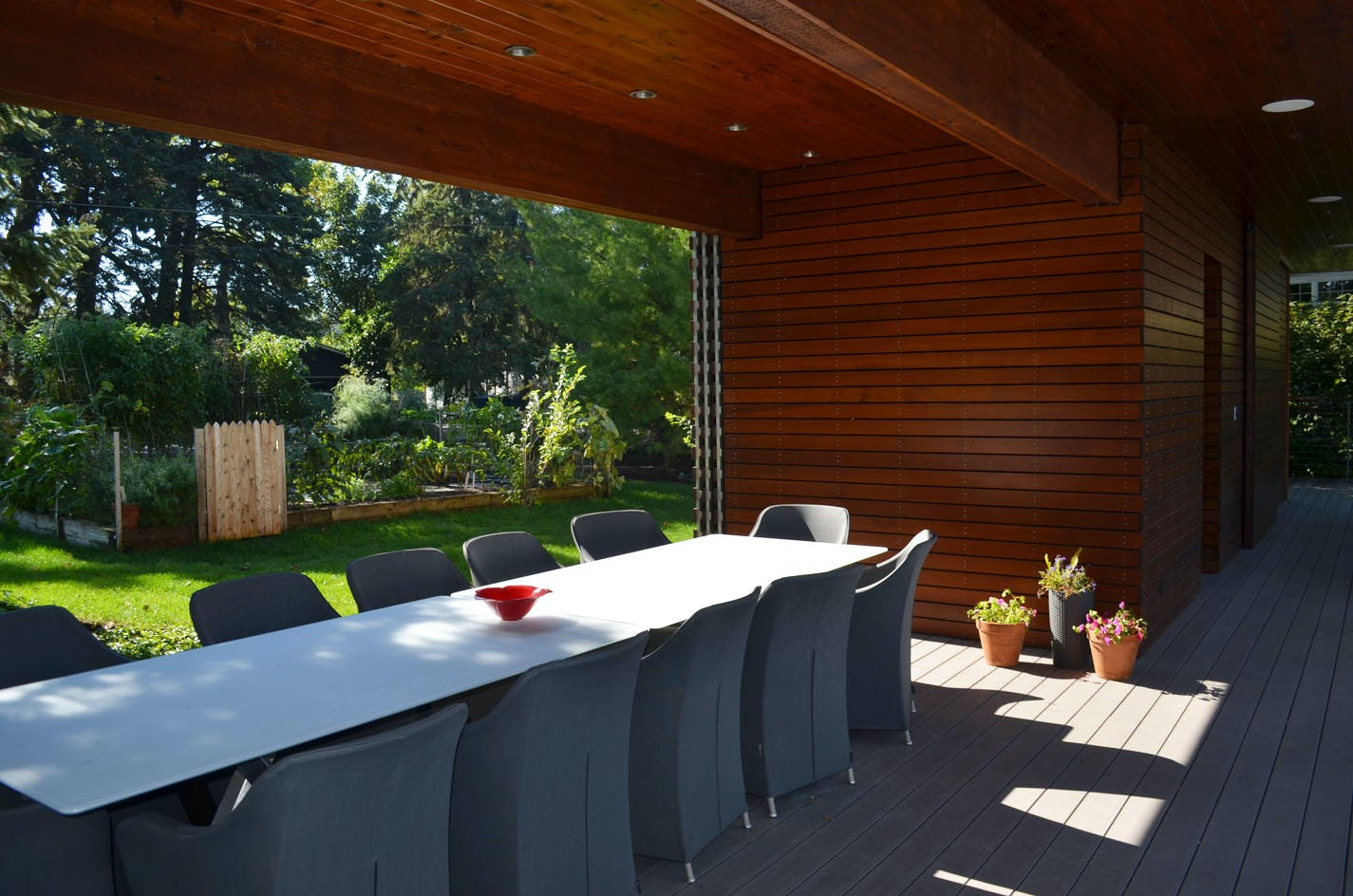 Pool house to garden