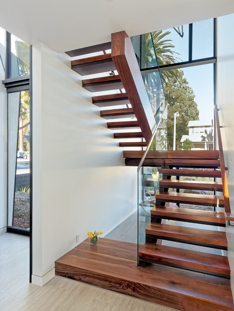 19 stairwell first floor 1024h